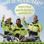 Inwoners gemeente Steenwijkerland supporten intocht Sinterklaas met oude föhn of spaarlamp