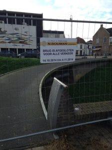 De brug bij de Looijersgracht/Krimweg is afgesloten voor onderhoud.
