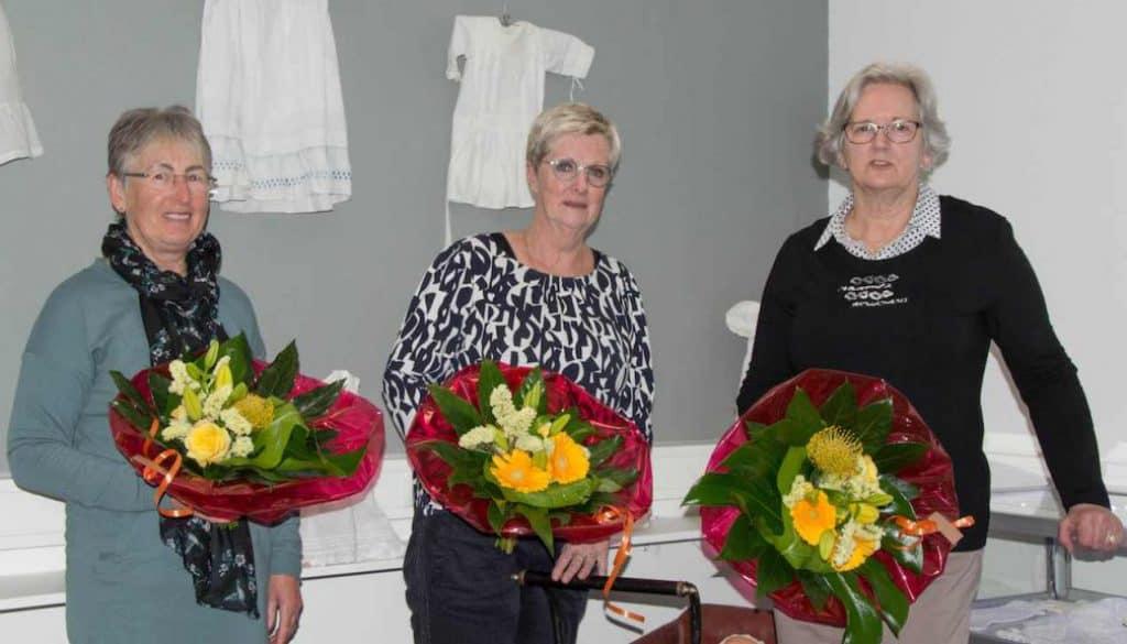 3 dames kledinggroep