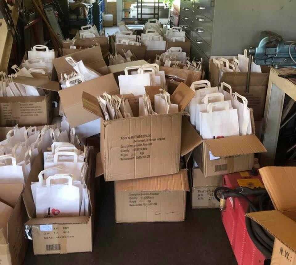 Foto 700 schilderspakketten staan klaar