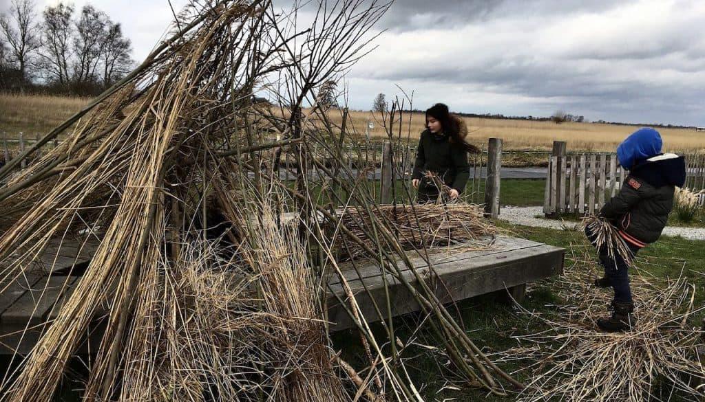 foto huttenbouwen met landschap als achtergrond 03032020