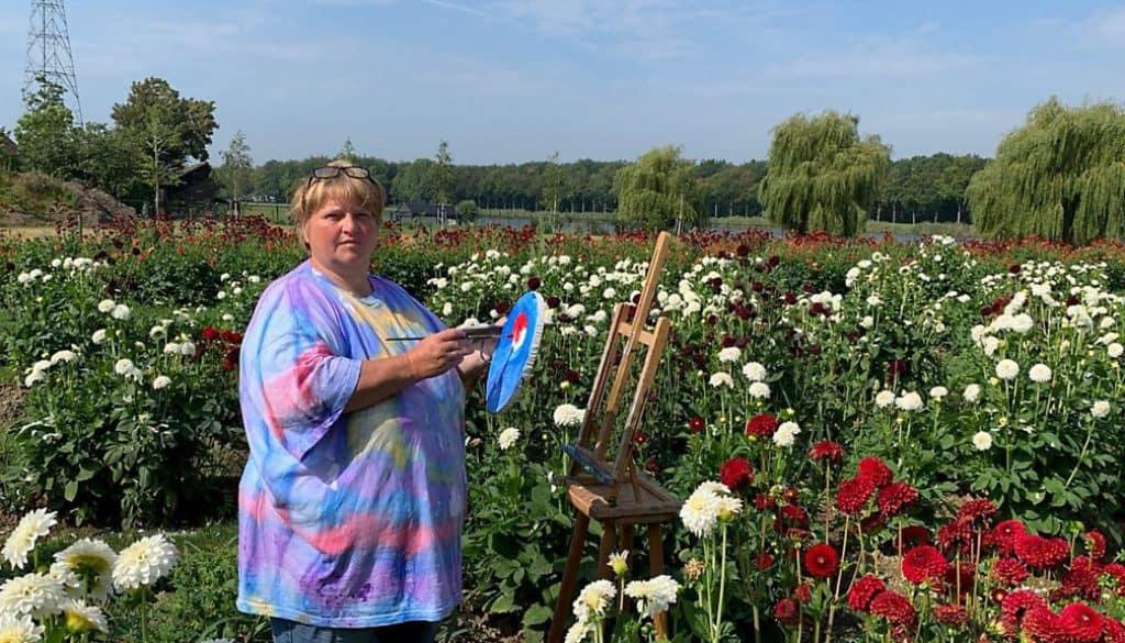 Riek Van de Bor schildert