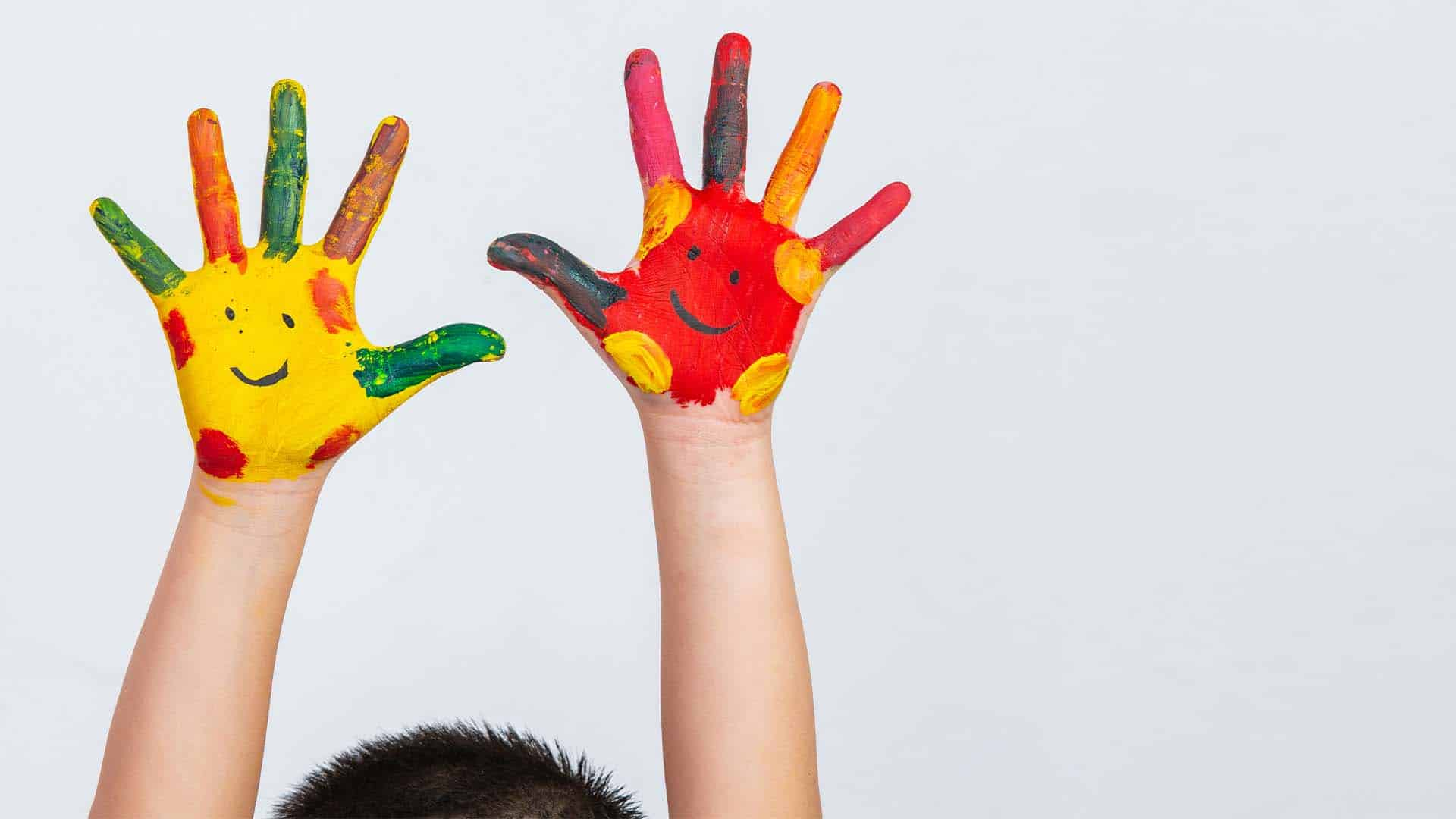 The hands of the child who smeared on the gray background.